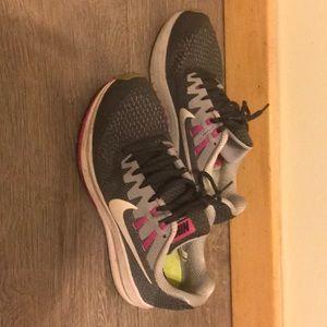 Size 8 women's Nike